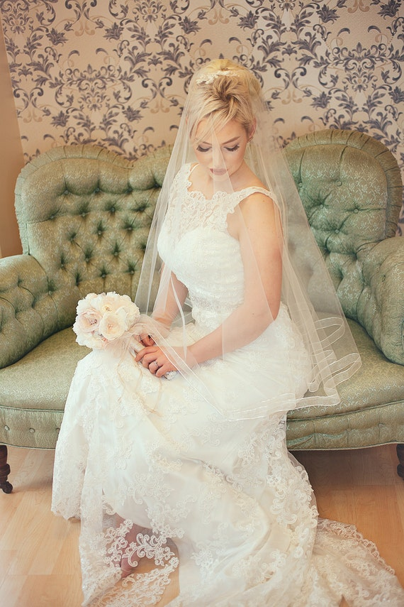 Diamond white organza edged circle veil;off-white finger tip circle veil;bridal veil