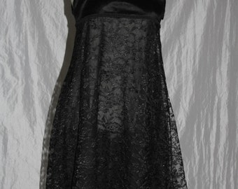 Dessoukleid - lace dress with faux fur trim in Gr. 36/38