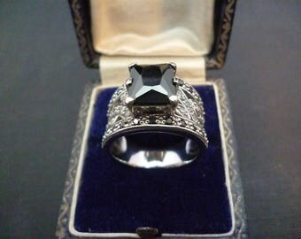 A beautiful sparkly black quartz and silver statement ring - 925 - sterling silver - UK P - US 7.75 - marked 925