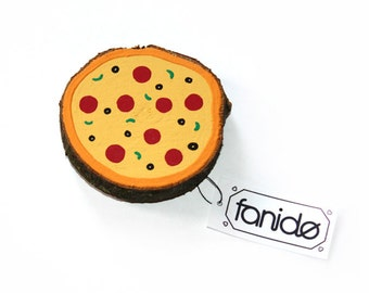 Magnetic wooden disc pizza salami gift