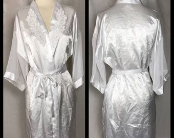 Dentelle Short White Satin Robe with Chiffon Sleeves and Beaded Applique - Size Large