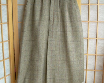 Vintage pure HEAVY WOOL calf-length SKIRT with fly front, long fold pleat, slash pockets. Back kick pleat. Sz. on tag 10. Made in Canada