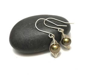 Pea pod earrings //  A pea in a pod bronze pearl earrings Pea pod jewelry, gift for sister, or best friend // great gift for mom
