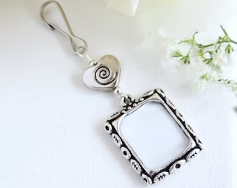 Wedding bouquet photo charm - swirl heart. Bridal bouquet memorial charm with small picture frame. Bridal shower Gift for the bride.