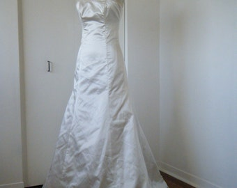 SUPER SAMPLE SALE, Ivory SilkLike Satin strapless gown, zipper with loops & buttons and built in girdle