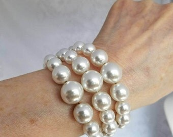 Vintage White Pearl Coil Bracelet New Old Stock Made In Japan W Tags Gorgeous Shiny Luster Excellent Condition Bridal Wedding Formal Event
