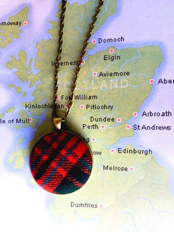 Outlander Scottish Red Tartan Round Pendant Necklace - Jewelry - Gold toned- Claire Jamie Stewart Mcgillivray- Scotland FT06
