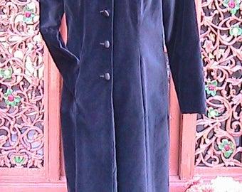 Size Medium Vintage Boutique EUROPA long black velvet coat  FLC004