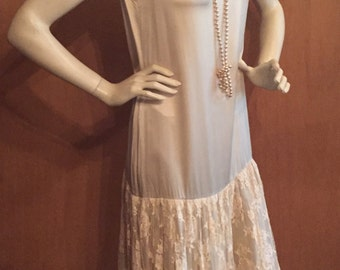 Rina di Montella Champagne Silk Vintage 90's Great Gatsby Dress - Beaded Lace ~ Dropped Waist ~ Flapper Style - Size 8