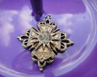 Beautiful Vintage necklace pendant dangle charm vintage