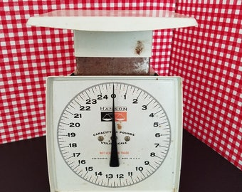 White Hanson Utility Scale, Kitchen Gadget, Retro Kitchen Scale, Farmhouse Decor, Mid Century Scale