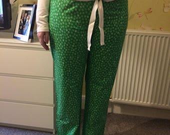 Tall ladies pyjama bottoms - Green spots.