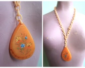 Vintage 1930's Celluloid and Bakelite Nacklace | Size OSFM