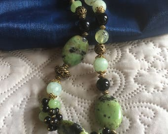 Handmade Chunky Pale Green and Black Natural Stone Choker Necklace/Flat Bead/Faceted Bead/Metal Open-Work Bead/magnet clasp