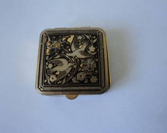 Vintage collectable metal and enamel pill box  (04274)