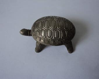 Vintage collectable tortoise pill box (04462)