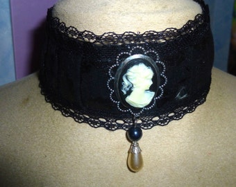 ras Choker of Black Lace cameo neck Victorian marie Antoinette
