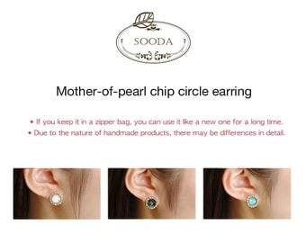 mother-of-pearl chip circle earring [J.R SooDA]