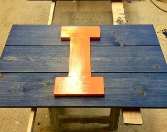 "Illinois Fighting Illini ""I"" sign"