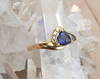 Gold Ring set with Iolite, pretty purple