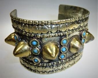 Tribal Kouchi bracelet avec goujons, bracelet gothique vintage, bracelet de Spike,