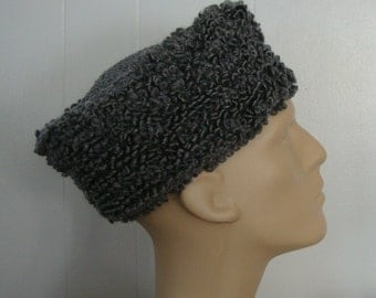 cossack hat, cossack style hat, crochet cossack, acrylic yarn,  chapeau hommes, stylish and kool,  a man's hat