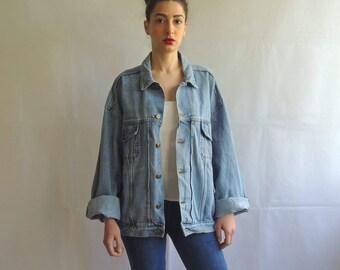 Vintage Oversized Washed Denim / Blue Jeans Jacket