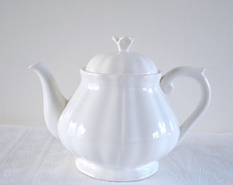 Teapot in faience of Gien, white broken, vintage, china
