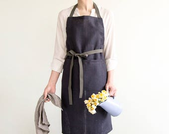 Dark grey Apron with pockets made of hard linen