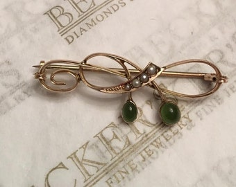 Antique Art Nouveau 9k Yellow Gold Bar Pin with Open Swirls and 2 Oval Green Cabochon Stones & 4 Seed Pearls, British Origin