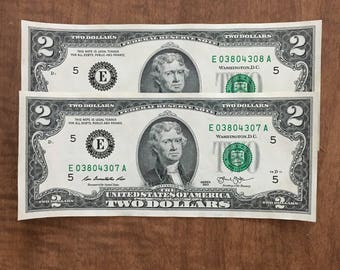 2 similar consecutive serial number US currency Collectible US dollars