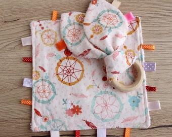 Girl taggie blanket, Teething ring, Baby girl gift set, Tag blanket, First baby gift, Sensory blanket, Teething blanket, Wooden teething toy