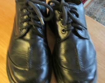 Vintage Dr Martens black platform leather lace up shoe rubber sole Made in England US sz 6 UK sz 4 measurements below. Original Doc Martens
