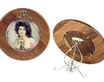 Round wooden photo frame