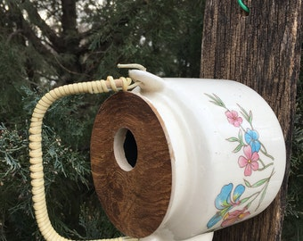 Rattan handle on a T pot bird house