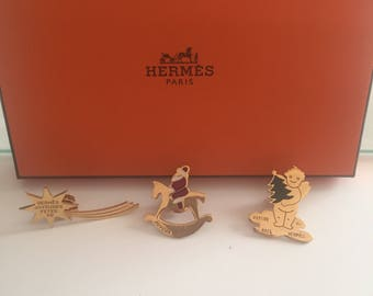 Hermes 3 pins gold tone and enamel collector