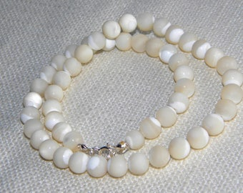 vintage Mother of Pearl MOP round beads necklace ~ silver 925 clasp~ - in2265