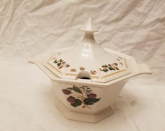 Nikko Orchard Classic collection sugar bowl covered.  Fruits blackberry pattern