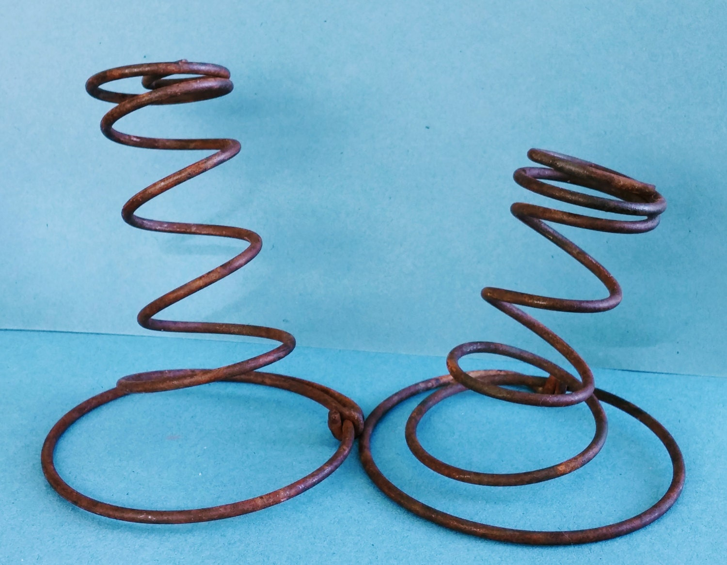 Primitive rusty springs primitive decor springs bed for Bed spring decoration