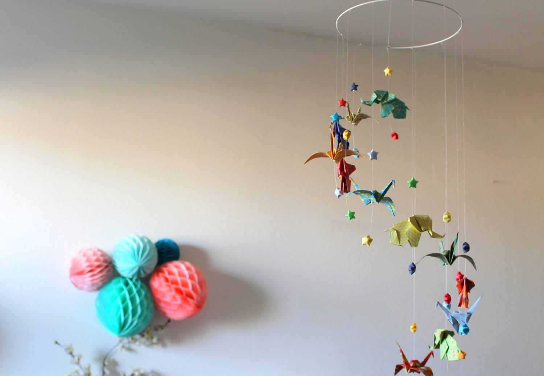 mobile b b origami el phants grues et etoiles multicolore. Black Bedroom Furniture Sets. Home Design Ideas