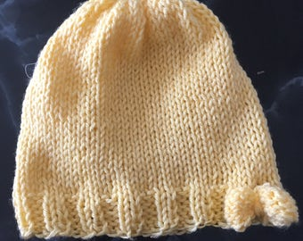 Knit baby hat with bow