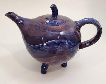 Tripod teapot
