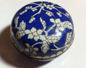 Cloisonné small blue and white box