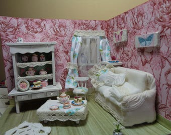 Diorama Living room Dollhouse Roombox Shabby Chic 1:18 staircase realistic hand made