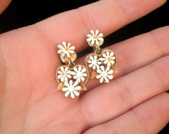 Vintage daisy flower clip on earrings