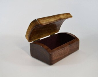 Medium live-edge, flip-top walnut box
