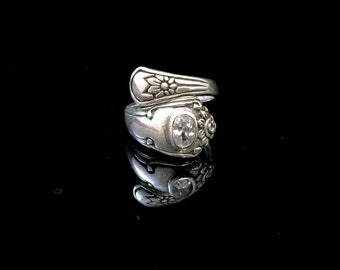 Sterling Silver Ajustable Size Ornate Ring with White Crystal, Size 6