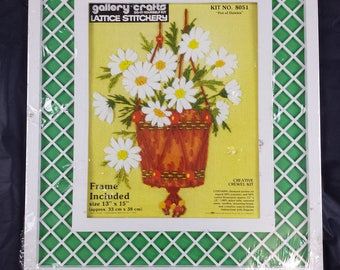 Vtg 1976 Paragon Crewel Embroidery Kit Frame Pot of Daisies Gallery Crafts 8051