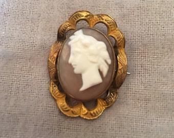 Elegant Victorian Shell Cameo Brooch Pin