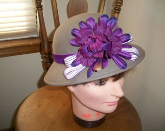 Vintage 1970's Grey Wool Felt Cloche Hat With Purple Flowers And Ribbon. 1920's 1930's Style.